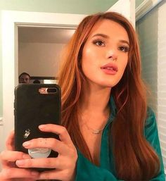 "Bella Thorne's New ""Abnormal"" Hair Color is Kind Of Stunning Mod Sun, Laura Vandervoort, Kristin Kreuk, Alexandra Daddario, Winona Ryder, Gal Gadot, Red Hair Looks, Famous In Love, Beach Wave Hair"