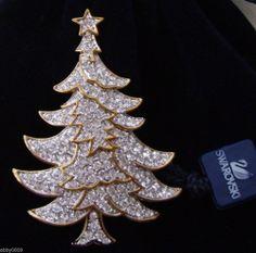 Signed Swarovski Pave' with Clear Crystal Christmas Tree Brooch Pin NEW