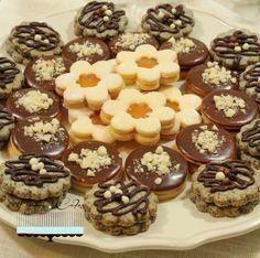 Linecké koláčiky na tri spôsoby Czech Desserts, Sweet Desserts, No Bake Desserts, Sweet Recipes, Slovak Recipes, Czech Recipes, Xmas Food, Christmas Baking, Christmas Cookies