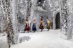 Mirrored pavilion for Dior's Spring 2018 collection by Bureau Betak, Paris – France » Retail Design Blog