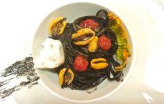 Linguine al nero di seppia con cozze, pomodorini e burrata #lacciuganelbosco #langhe #dogliani #restaurant