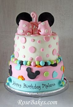 A Minnie Mouse 1st Birthday Cake + Smash Cake.  Click over for more pics and details!