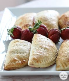 Strawberry Hand Pies - pie you can can carry around in your hand! Love this homemade pie dessert recipe. Strawberry Coconut Cakes, Strawberry Hand Pies, Strawberry Rhubarb Crumble, Strawberry Desserts, Strawberry Salads, Strawberry Filling, Summer Dessert Recipes, Just Desserts, Delicious Desserts