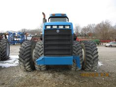 Front of New Holland 9682
