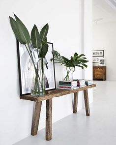Entryway inspiration with rustic console, plant leaves, framed art and home deco. - my best home decor list Green Accents, Home Accents, Interior Minimalista, Home And Deco, Cozy House, Home Decor Inspiration, Decor Ideas, Life Inspiration, Decorating Ideas