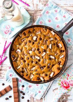 Kinder Cookie Pie   Reseptit   Kinuskikissa Apple Pie, Macaroni And Cheese, Chocolate, Baking, Ethnic Recipes, Desserts, Food, Bunnies, Eggs