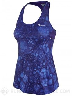The Saucony Women's Freedom Tank Print is all about making you feel free as you run with a super lightweight construction. A mesh panel provides enhanced breathability, and the all-over print gives this tank an eye-catching design.