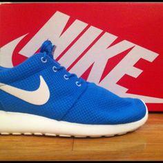 Nike Roshe Run #nike #sneakers Roshe Run Shoes, Nike Roshe Run, Best Sneakers, Nike Sneakers, Walk A Mile, Shoe Game, Men Fashion, Nike Free, Kicks