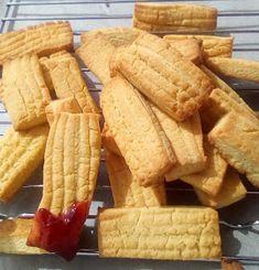 ΜΑΓΕΙΡΙΚΗ ΚΑΙ ΣΥΝΤΑΓΕΣ 2: Μπισκοτάκια βουτύρου !!! Cookie Recipes, Snack Recipes, Greek Recipes, Biscuits, Chips, Sweets, Cake, Desserts, Food