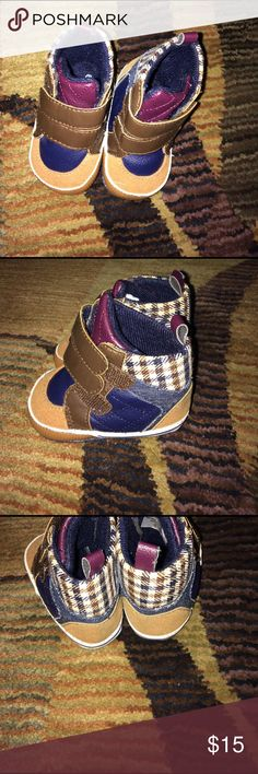 New born soft bottom koala's never worn in between the Cross and sneakers very stylish Shoes