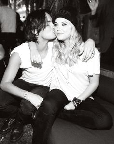 Tyler Blackburn Photo: Tyler Blackburn And Ashley Benson Pretty Little Liars, Pretty Girls, Pll, Ashley Benson And Tyler Blackburn, Victoria, Tv Couples, Shay Mitchell, White Picture, Best Tv