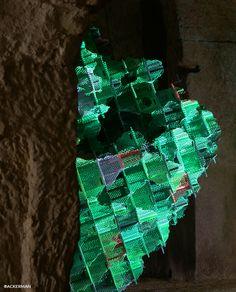 """L'oeuvre de Vincent Mauger, deuxième lauréat de la résidence Ackerman+Fontevraud la Scène, joue avec un espace d'exposition insolite en proposant  son installation """"Monument synthétique"""""""
