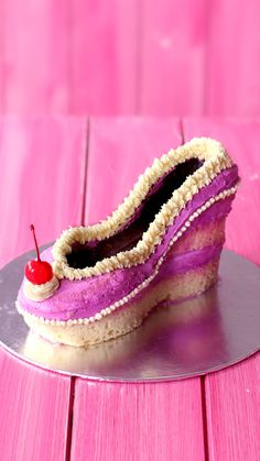 This stiletto cake tastes as fierce as it looks! Shoe Cakes, Cupcake Cakes, Purse Cakes, Baking Recipes, Cake Recipes, Dessert Recipes, Purple Food, Baking Videos, Tasty Videos