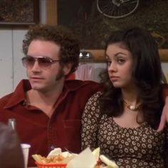 Jackie and hyde! Cute lil :)) heheYou can find That show and more on our website.Jackie and hyde! That 70s Show Memes, Jackie That 70s Show, Hyde That 70s Show, Thats 70 Show, Kelso That 70s Show, Aesthetic Movies, Music Aesthetic, Aesthetic Videos, Aesthetic Vintage