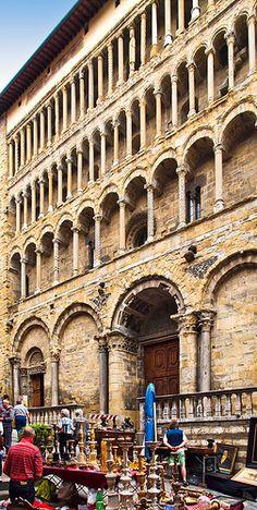 Antiques fair outside a Palazzo in Arezzo, Italy Www.damienprojectfilmworks.com Www.chaosintoamasterpiece.com Www.jdrf.org