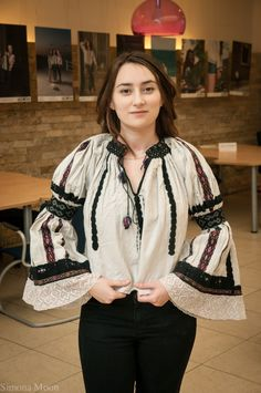 Romanian blouse from Margau, Transylvania by simonamoon on DeviantArt Folk Fashion, Ethnic Fashion, Fashion Art, Folk Embroidery, Learn Embroidery, Embroidery Patterns, Pakistani Fashion Casual, Traditional Outfits, Outfits For Teens