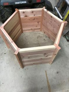 DIY Wishing Well: Free woodworking plans! DIY Wishing Well: Free woodworking plans! Small Woodworking Projects, Easy Wood Projects, Woodworking Patterns, Popular Woodworking, Woodworking Furniture, Fine Woodworking, Woodworking Crafts, Woodworking Classes, Woodworking Workbench