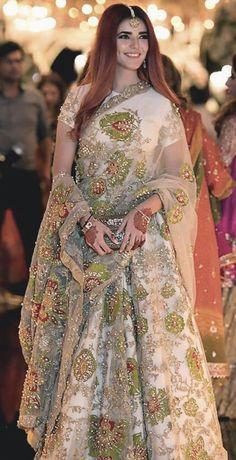 Pakistani Fashion Party Wear, Pakistani Formal Dresses, Pakistani Wedding Outfits, Indian Bridal Outfits, Indian Party Wear, Pakistani Dress Design, Indian Designer Outfits, Indian Dresses, Designer Dresses