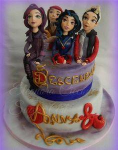 Disney Descendants Villains party - Cake ideas. READ IT:  http://grown-up-disney-kid.tumblr.com/post/131391331244/how-to-have-a-wickedly-evil-descendants-party