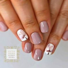 Nail art is a very popular trend these days and every woman you meet seems to have beautiful nails. It used to be that women would just go get a manicure or pedicure to get their nails trimmed and shaped with just a few coats of plain nail polish. Spring Nail Art, Spring Nails, Autumn Nails, Super Nails, Nagel Gel, Flower Nails, Perfect Nails, Manicure And Pedicure, Pedicure Ideas