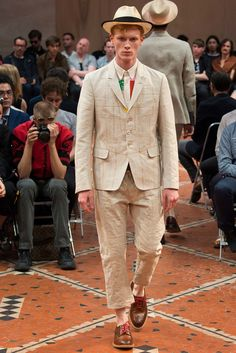 See the complete Junya Watanabe Spring 2016 Menswear collection.