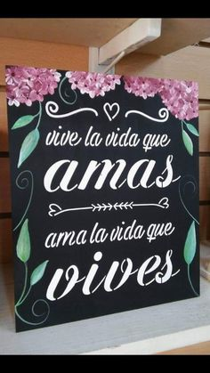 Frases Crafts To Sell, Diy And Crafts, Wood Tags, Decoupage Art, Painting On Wood, Chalkboard, Wall Decor, Painted Wood, Projects
