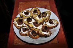 Pane alle uvette con salsa di formaggio cremoso con mele alla mostarda di Cremona.