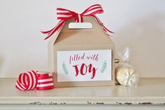 Set of 10 kraft gable boxes with custom labels. Box measures 8 x 5 x 5 ** Ribbon not included. Great for boxed lunch, party goodie boxes, holiday baked goods or gift wrapping.