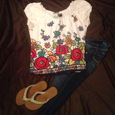 Perfect for spring  Bright flowers adorn this adorable casual shirt. Can be worn off shoulder R.Q.T. Tops