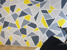 Creative Wall Painting, Wall Painting Decor, Creative Walls, Geometric Wall Paint, Geometric Wallpaper, Bedroom Wall Designs, Accent Wall Bedroom, Wall Paint Patterns, Painting Patterns