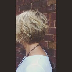 17 vind-ik-leuks, 4 reacties - Julie (@julieashair) op Instagram: 'With INOA you can achieve a beautiful Hilite lowlite look while staying ammonia free! #LOreal #hair…'