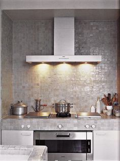 Ilse Crawford / Zeliges - Handmade tiles can be colour coordinated and customized re. shape, texture, pattern, etc. by ceramic design studios Loft Kitchen, Kitchen Tiles, Kitchen Dining, Family Kitchen, Gray Interior, Kitchen Interior, Layout Design, Design Ideas, Magazine Deco