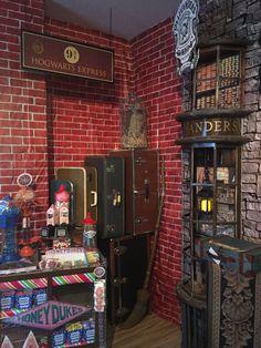 Harry potter diagon alley birthday decor magalie sarnataro's props комната Harry Potter Library, Harry Potter Diagon Alley, Harry Potter Props, Harry Potter Images, Harry Potter Classroom, Harry Potter Bedroom, Harry Potter Halloween, Harry Potter Houses, Harry Potter Theme