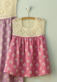 vestido de tela con pechera tejida