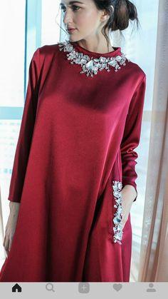 Khaliji Abaya Fashion, Muslim Fashion, Modest Fashion, Girl Fashion, Fashion Dresses, Mode Abaya, Mode Hijab, Caftan Dress, Kaftan Abaya