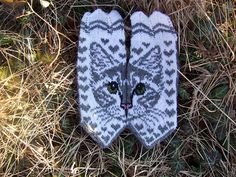 Ravelry: Missy C pattern by JennyPenny Mittens Pattern, Knitting Charts, Ravelry, Knitted Hats, Projects To Try, Gloves, English, Inspiration, Dog