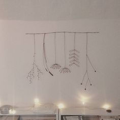 es brindilles et des fleurs🌿 Wire Crafts, Diy And Crafts, Light Bulb Art, Art Fil, Plaster Sculpture, Wire Wreath, Free To Use Images, Star Flower, Pen Art