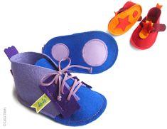 - pour savoir si la chaussure va à bébé , il faut lui essayer, lui enfoncer le pied bien au bout des orteils et passer l'index derrière s...