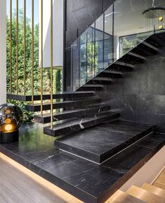 Ideas - This modern house has marble stairs with a glass handrail, that travel past a large floor-to-ceiling window.Stair Ideas - This modern house has marble stairs with a glass handrail, that travel past a large floor-to-ceiling window. Glass Handrail, Home Stairs Design, Staircase Design Modern, Luxury Staircase, Stair Design, Staircase Ideas, Glass Stairs Design, Modern Ceiling Design, House Wall Design