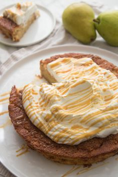 This moist gluten-free cake is perfect for breakfast with coffee or a not-too-sweet dessert. Pear Recipes Gluten Free, Pear Recipes Healthy, Gluten Free Treats, Gluten Free Cakes, Paleo Fruit, Caramel Pears, Pear Dessert, Pear Cake, What To Cook