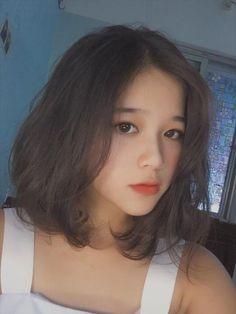 Bức ảnh chụp vội ở sân trường đã làm cô nàng nữ sinh Phú Thọ nổi tiếng sau 1 đêm vì gương mặt quá giống hot girl Linh Ka. Nếu vô tình gặp một cô nàng nữ sinh xinh đẹp, diện trên mình chiếc áo sơ mi trắng cùng với nụ cười hòa vào cùng …