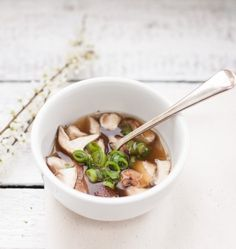 So much flavor, so few ingredients! 5-Ingredient Miso Soup -LL