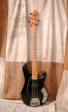 Music Man Sabre Bass 1978 Black