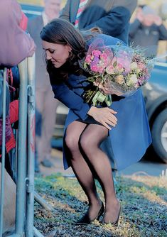 """thecambridgees: """""""" Catherine, Duchess Of Cambridge meets wellwishers as she departs the Action On Addiction Community Treatment Centre in Essex on February 2018 in Wickford, England. Kate Middleton Feet, Kate Middleton Pictures, Pippa Middleton Style, Carole Middleton, Drag Queen Outfits, Princesse Kate Middleton, Pantyhosed Legs, Emma Watson Sexiest, Princesa Kate"""