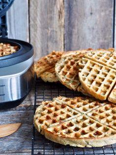 Fullkornsvafler med spinat, ost og hvitløk Tapas, Nom Nom, Waffles, Food And Drink, Low Carb, Healthy Eating, Lunch, Snacks, Vegan