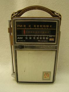 Vintage GE General Electric AM/FM 15 Transistor Radio WORKS