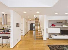Haus FUTURE - Treppenaufgang - Fertighaus WEISS - Plusenergiehaus - Satteldach - stairs
