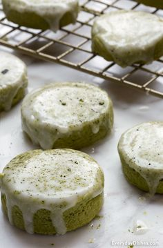 Matcha Green Tea Cookies Recipe - Can a cookie forestall aging? Our matcha green tea cookies may help! Matcha powder has antioxidants, - Just Desserts, Delicious Desserts, Yummy Food, Green Tea Cookies, Matcha Cookies, Cookie Recipes, Dessert Recipes, Matcha Dessert, Green Tea Dessert