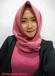 Sore-sore gini memang lebih indah kalau memandang yang indah-indah tentu saja blog jilboobs wajib melihat 10 koleksi foto-foto jilboobs ali... Girls In Love, Sweet Girls, Beautiful Hijab, Beautiful Women, Hijab Chic, Girl Hijab, Muslim Women, Hijab Fashion, Bob