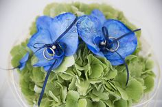 Hydrangea and Phalaenopsis Orchids for a glamour ring pillow by Tulle & Cannella Wedding Planner